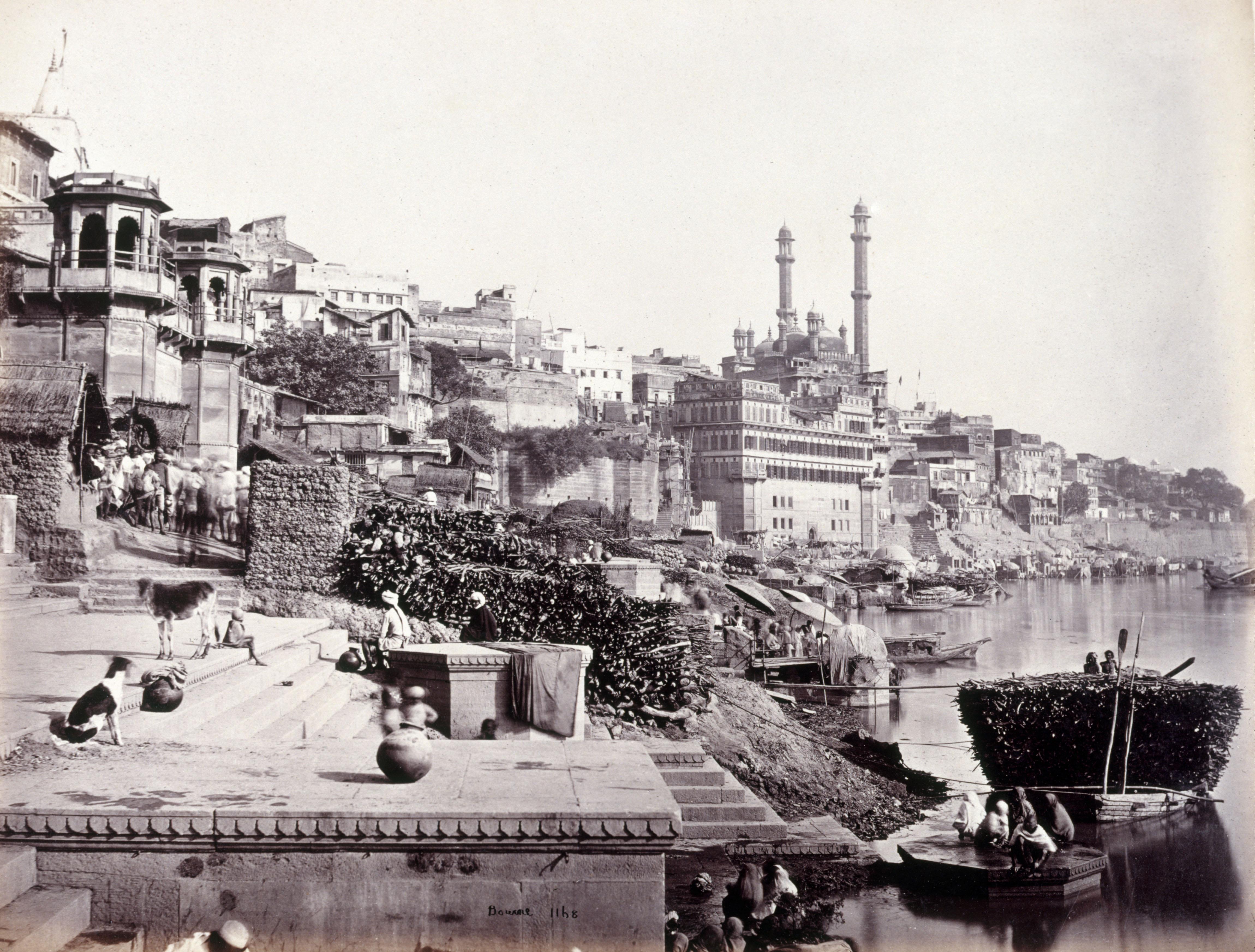 Vue de la mosquée d'Auranzgeb et des ghats à Bénarès, S.Bourne, vers 1864-1870