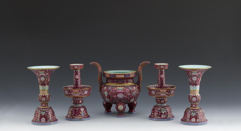 Ensemble de cinq objets destinés à l'autel
