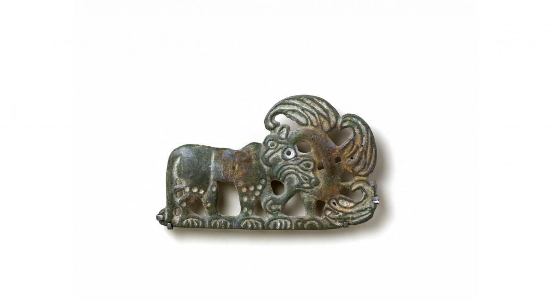 Plaque. Combat d'un tigre et d'un griffon. Luristan. Ve-IVe siècle av. J-C. Paris, musée Cernuschi.