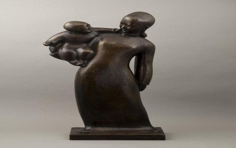 "Hua Tianyou (1902-1986). ""Maternité"". Bronze. Paris, musée Cernuschi."