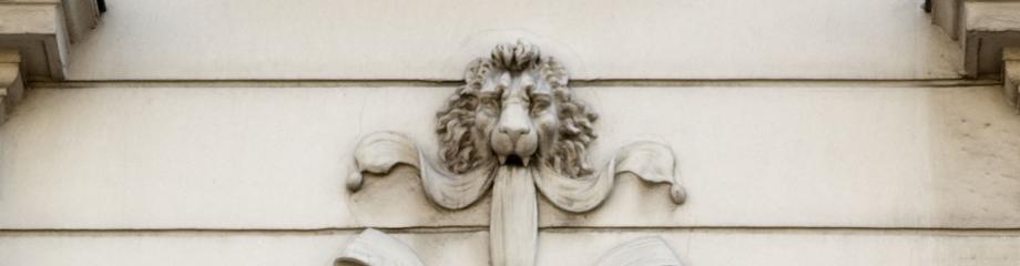 Photo du médaillon de Léonard de Vinci sur la façade