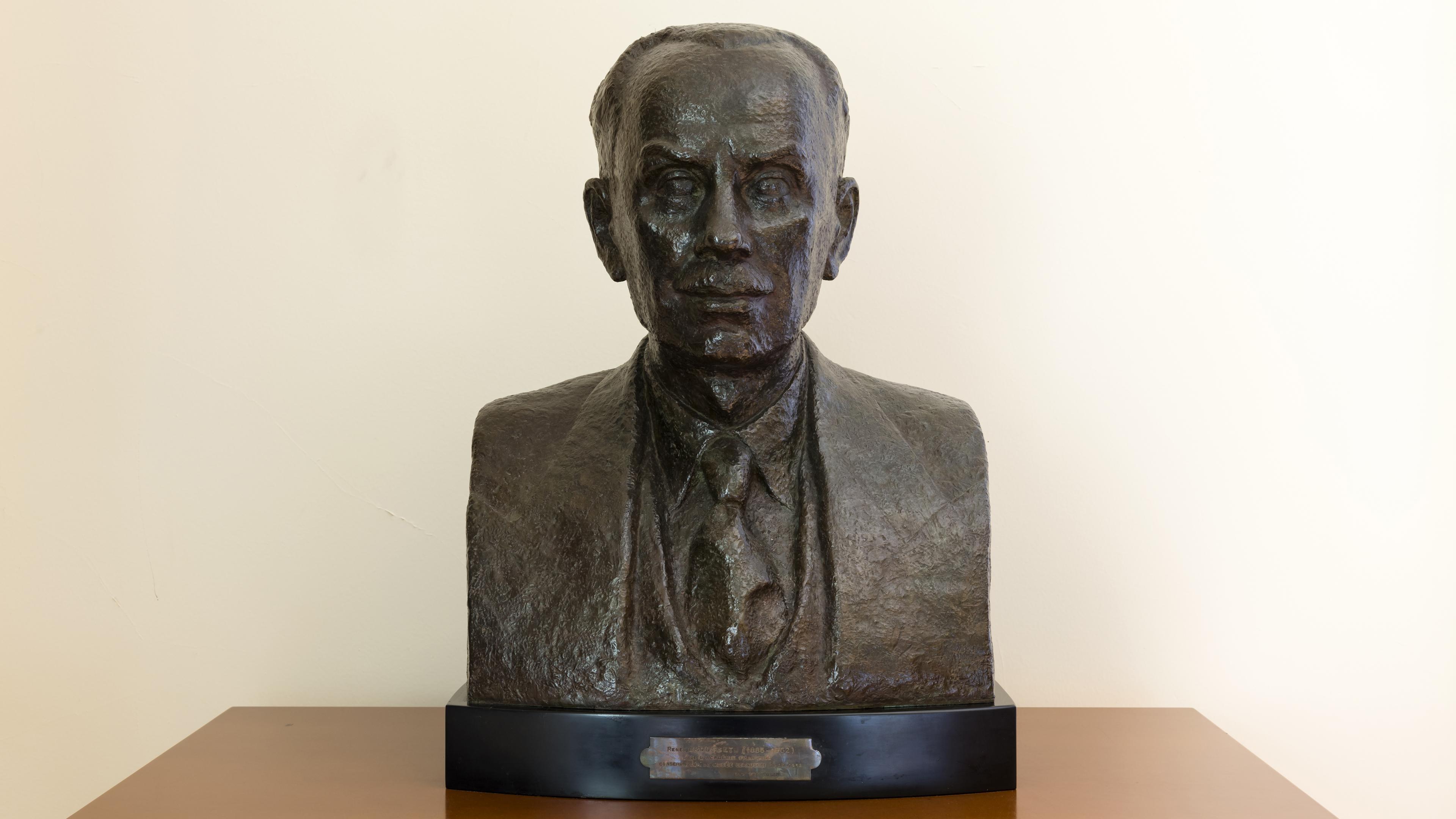 Photo du buste de René Grousset, conservateur au musée Cernuschi