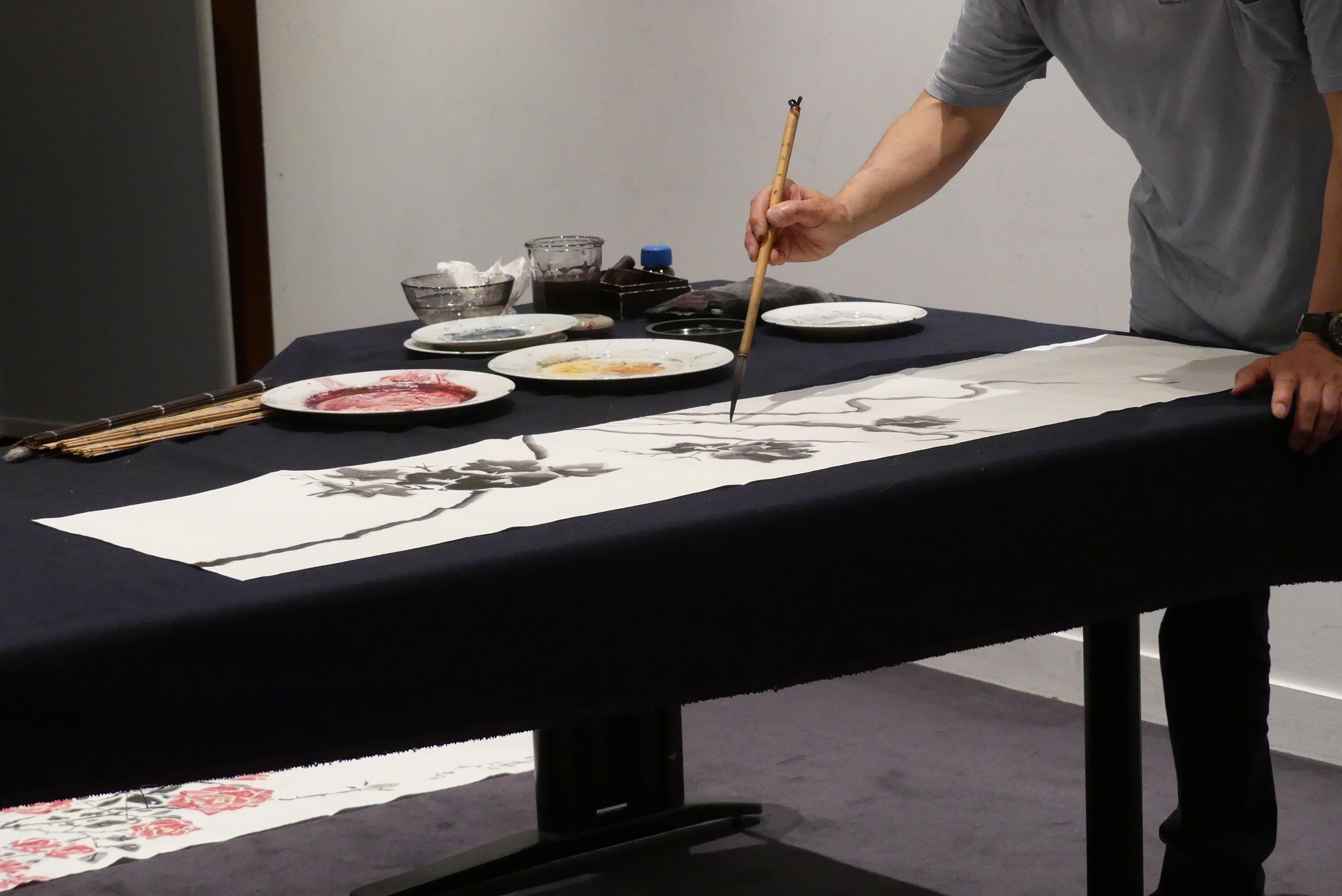 M. Lee Démonstration de peinture orientale ©Droits réservés Musée Cernuschi